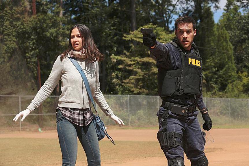 """""""Alerte Contagion"""" place Jake Riley et Katie Frank (Kristen Gutoskie) dans une fâcheuse posture."""