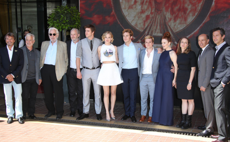 Hunger Games - La Révolte : Partie 1 : Photo promotionnelle Donald Sutherland, Jennifer Lawrence, Josh Hutcherson, Julianne Moore, Liam Hemsworth