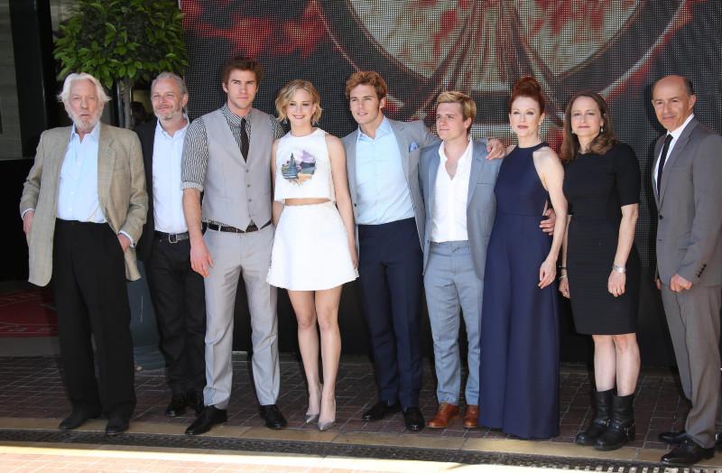 Hunger Games - La Révolte : Partie 1 : Photo promotionnelle Donald Sutherland, Jennifer Lawrence, Josh Hutcherson, Julianne Moore, Liam Hemsworth