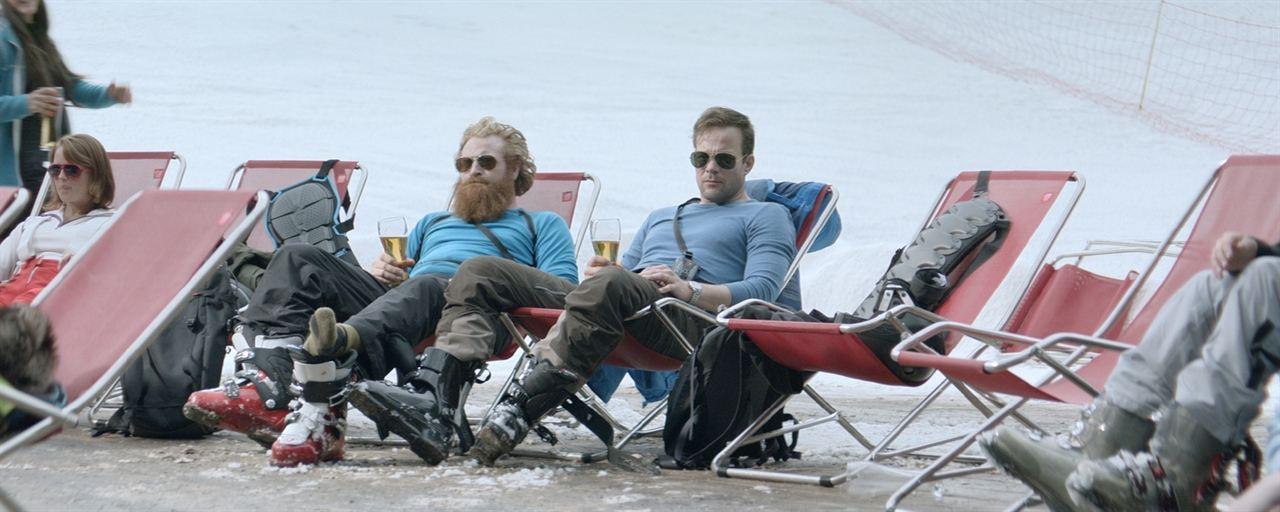 Snow Therapy : Photo Johannes Kuhnke, Kristofer Hivju