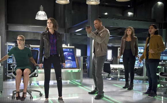 Photo Carlos Valdes, Ciara Renée, David Ramsey, Emily Bett Rickards, Willa Holland