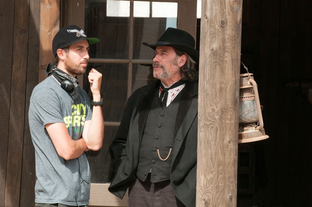 In A Valley Of Violence : Photo John Travolta, Ti West