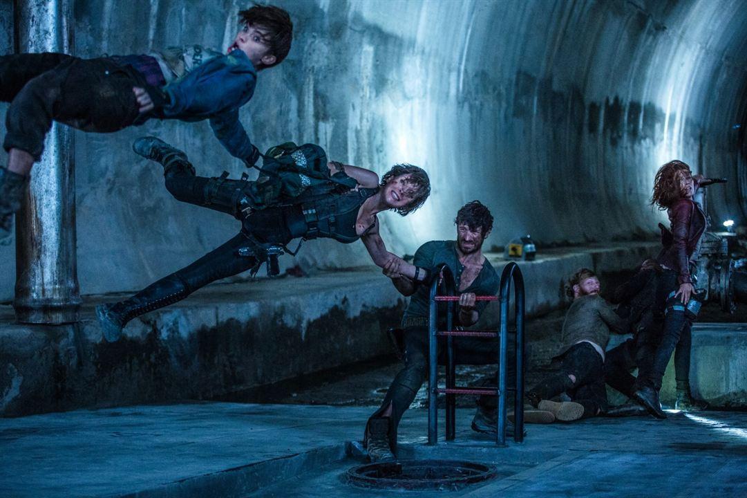 Resident Evil : Chapitre Final : Photo Ali Larter, Eoin Macken, Milla Jovovich, Milton Schorr, Ruby Rose