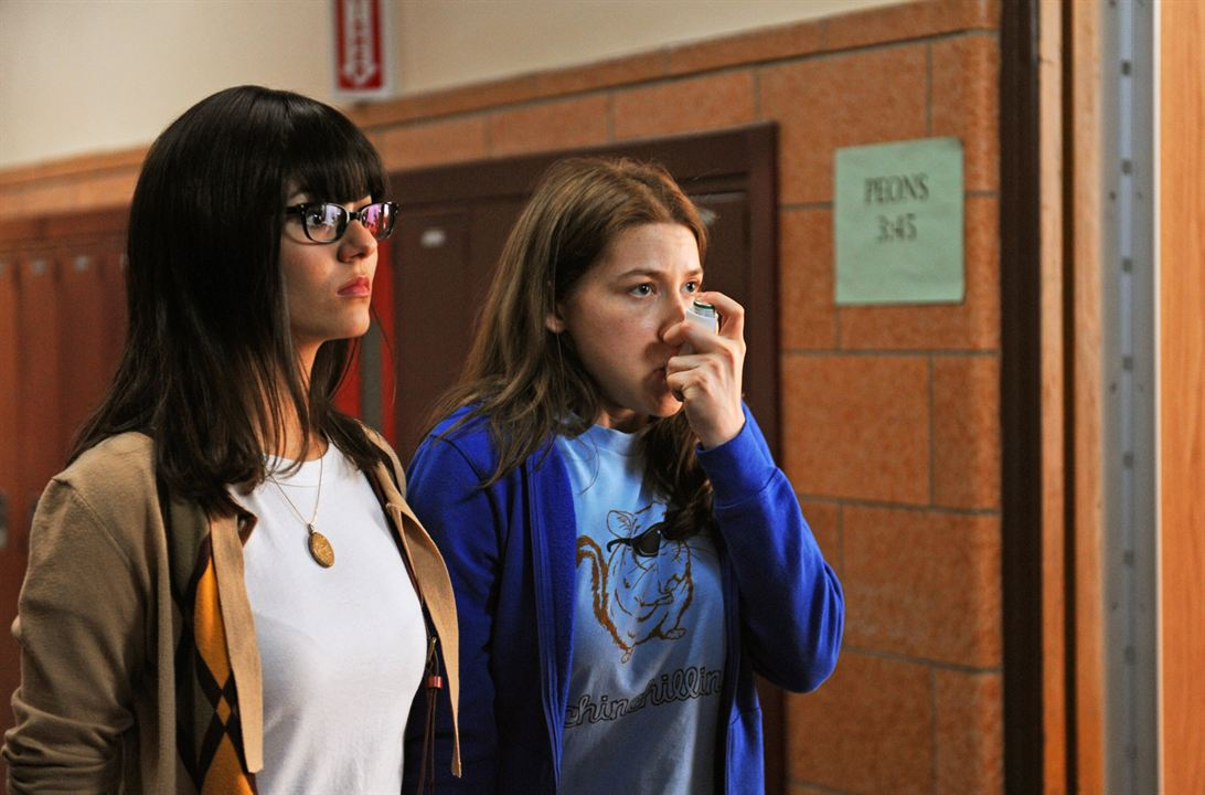 The Outcasts : Photo Eden Sher, Victoria Justice