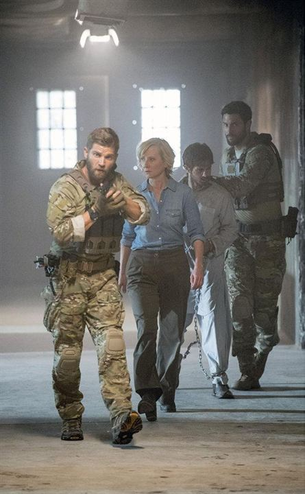 Photo Anne Heche, Connor Paolo, Mike Vogel, Noah Mills