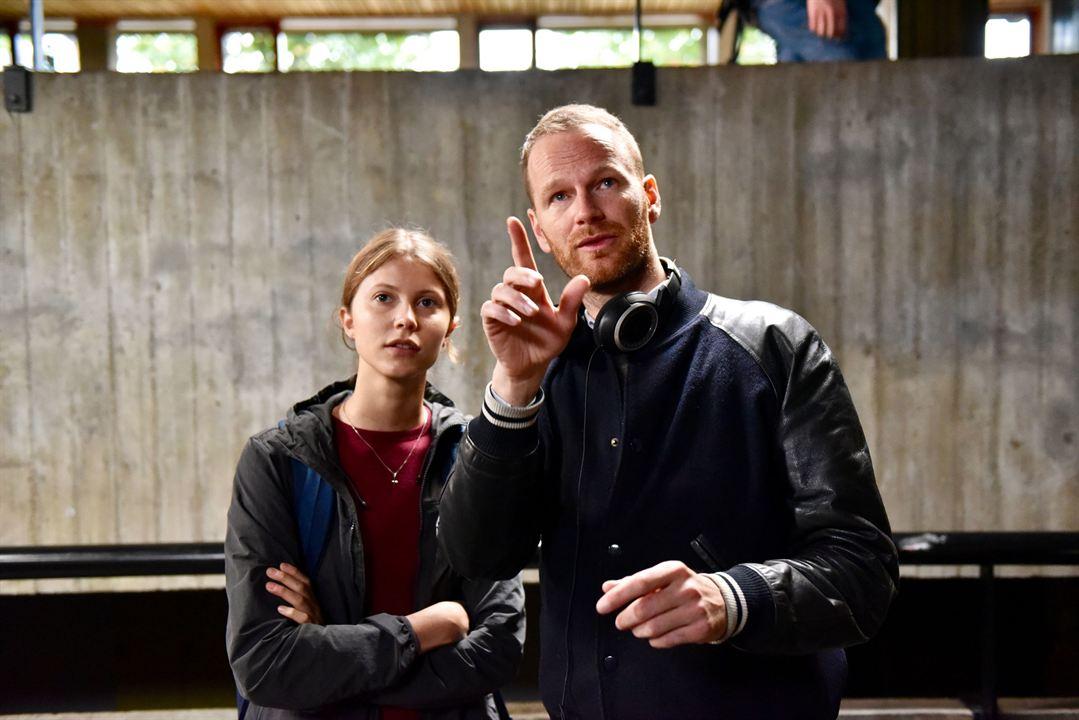 Joachim Trier et Eili Harboe sur le tournage de Thelma