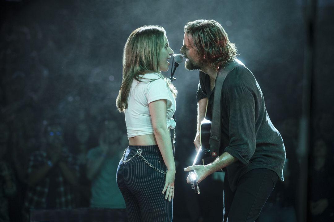 A Star Is Born : Photo Bradley Cooper, Lady Gaga