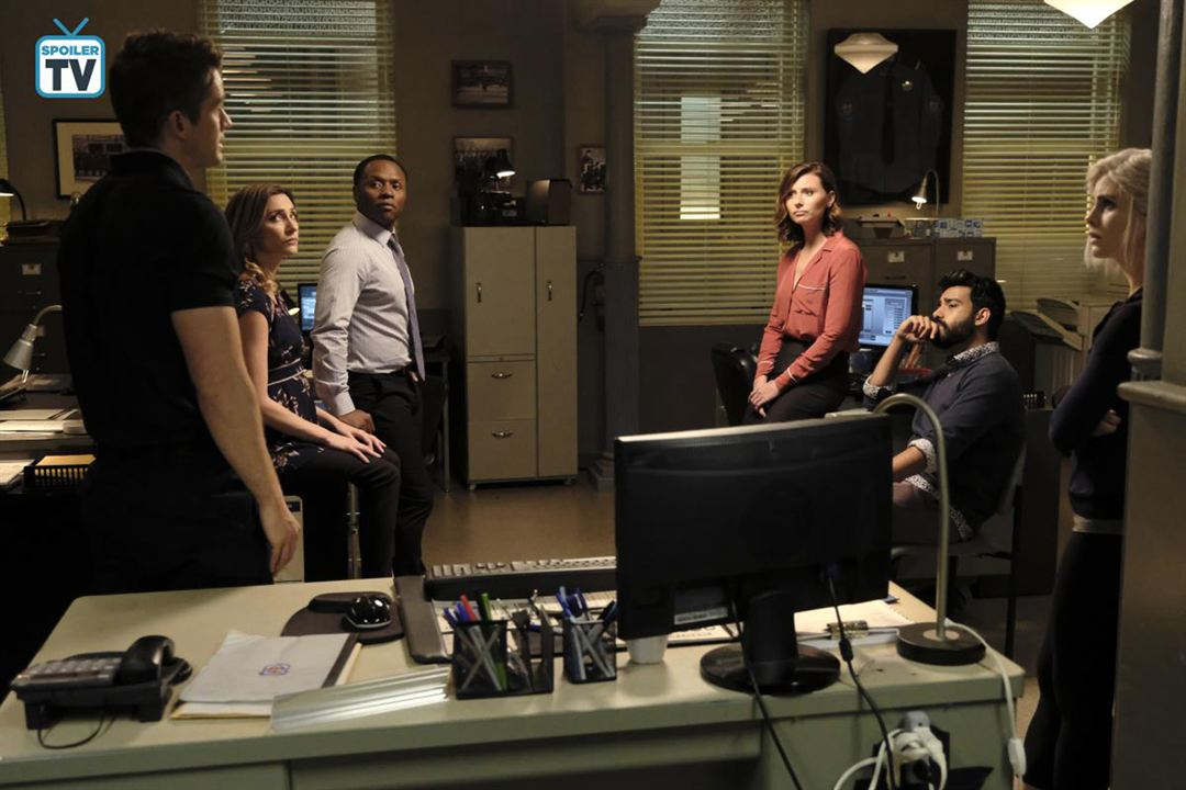 Photo Aly Michalka, Jessica Harmon, Malcolm Goodwin, Rahul Kohli, Robert Buckley