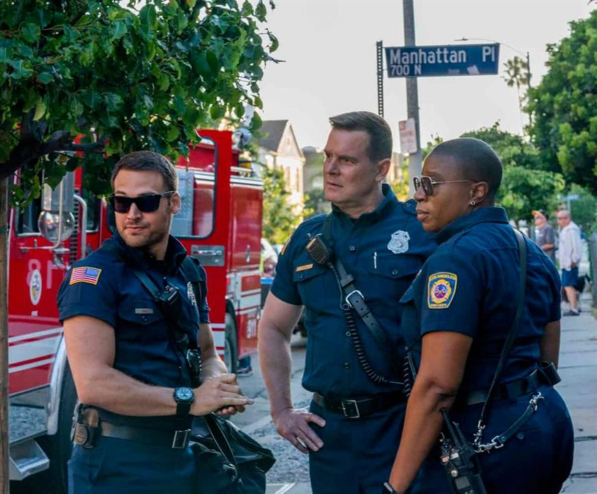 Photo Aisha Hinds, Peter Krause, Ryan Guzman