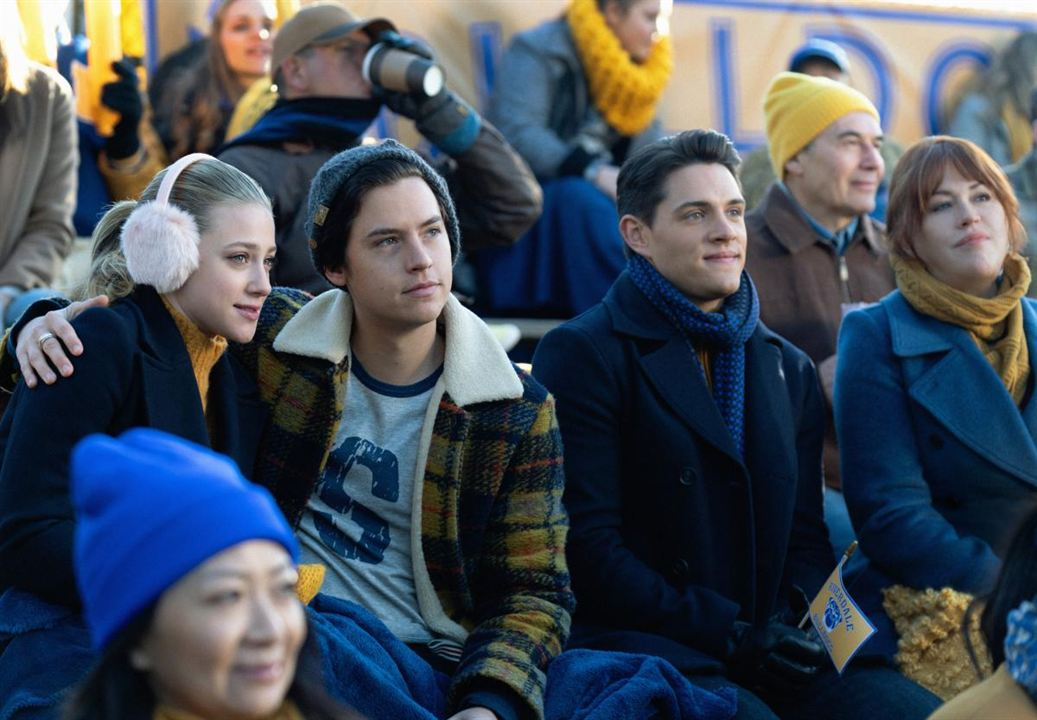 Photo Casey Cott, Cole Sprouse, Lili Reinhart, Molly Ringwald