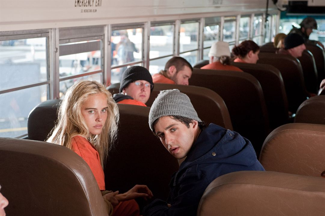 L'Aube rouge : Photo Isabel Lucas, Josh Peck