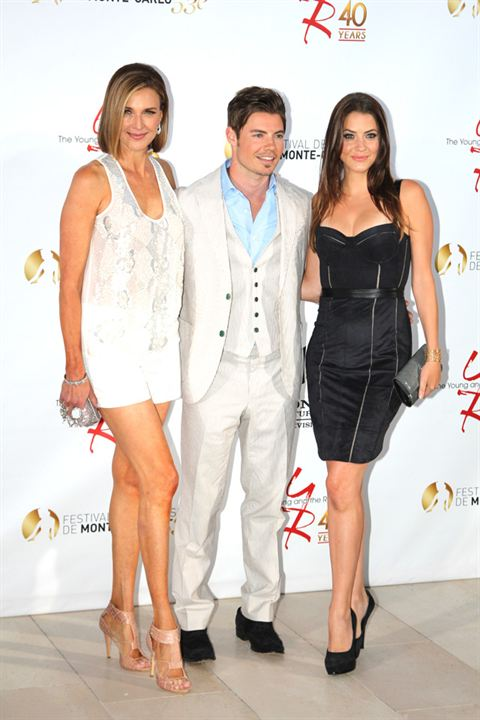 Photo Brenda Strong, Josh Henderson, Julie Gonzalo