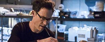 Flash : Tom Cavanagh de retour dans la saison 3 ? [SPOILERS]