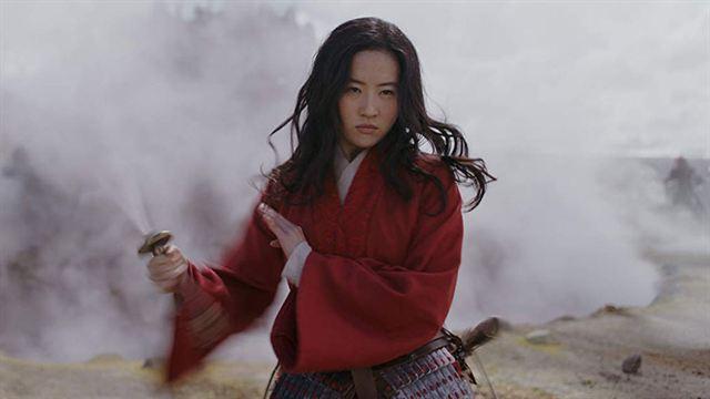 L'actrice qui incarne l'héroïne dans la tourmente — Mulan