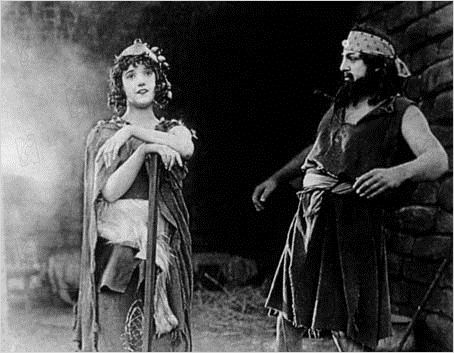 Intolérance : photo Constance Talmadge, D.W. Griffith