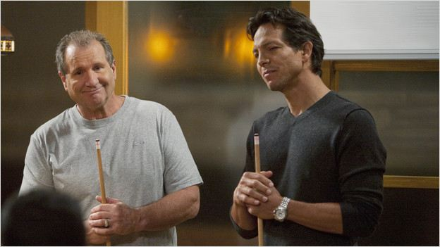 Modern Family : Photo Benjamin Bratt, Ed O'Neill
