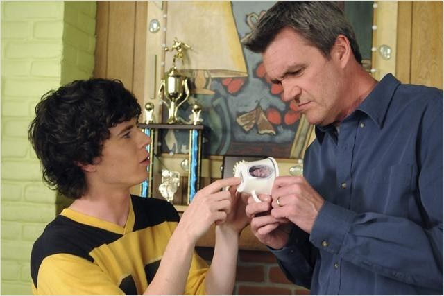 Photo Charlie McDermott, Neil Flynn