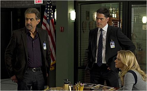 Esprits criminels : photo A. J. Cook, Joe Mantegna, Thomas Gibson