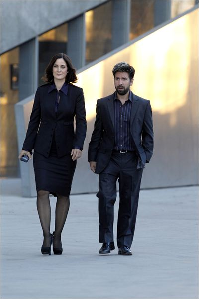 Chuck : photo Carrie-Anne Moss, Joshua Gomez