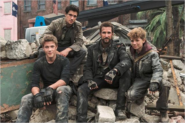 Falling Skies : photo Connor Jessup, Drew Roy, Maxim Knight, Noah Wyle