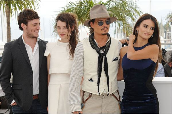 Pirates des Caraïbes : la Fontaine de Jouvence : photo Astrid Berges-Frisbey, Johnny Depp, Penélope Cruz, Sam Claflin