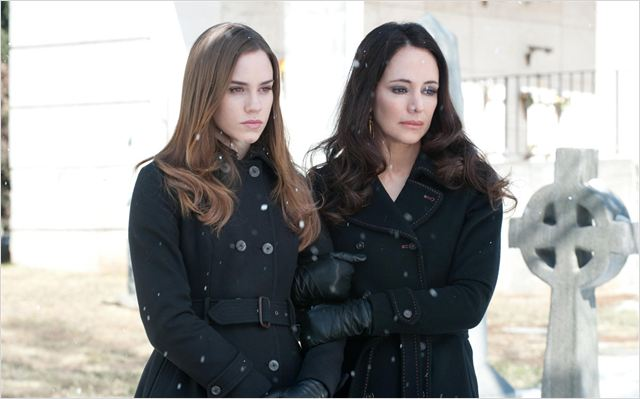 Revenge : photo Christa B. Allen, Madeleine Stowe