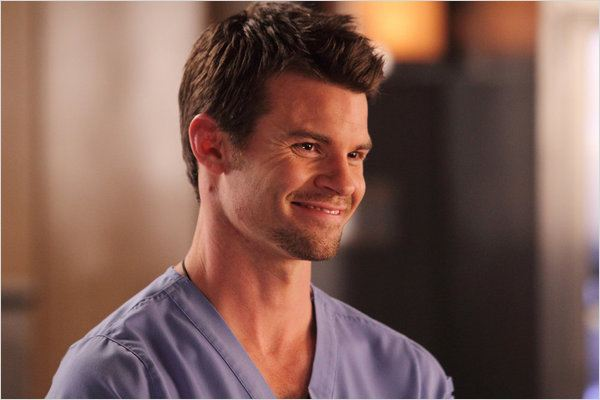 Saving Hope : photo Daniel Gillies