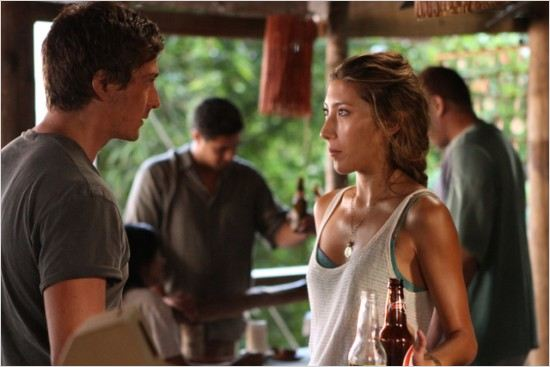 Last Resort : photo Daniel Lissing, Dichen Lachman