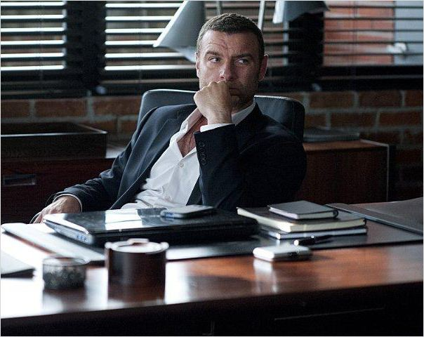 ray donovan en streaming gratuit sans limite youwatch s ries. Black Bedroom Furniture Sets. Home Design Ideas