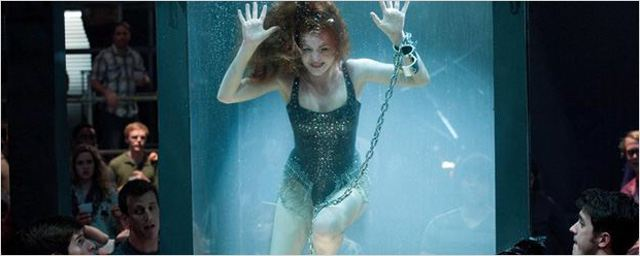 """""""Insaisissables"""" : Prise au piège, une actrice échappe de peu à la noyade !"""