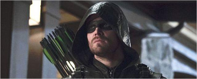 Arrow saison 5 : un Expendables dans les flashbacks d'Oliver Queen