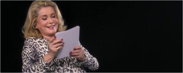 Catherine Deneuve lit la mode et c'est très drôle !