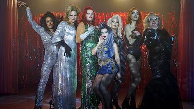 Danse avec les queens sur Netflix : c'est quoi ce film sur une fille dans l'univers des drags queens ?