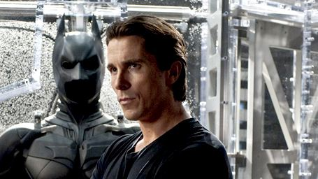 Christian Bale rend visite aux victimes de la fusillade.