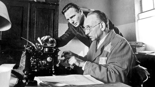 Ces grands réalisateurs ont osé le noir et blanc, de David Fincher à Steven Spielberg