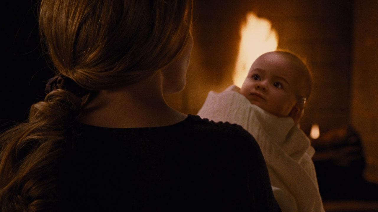 Twilight 4 Sur W9 Saviez Vous Que Le Bebe De Robert Pattinson Et Kristen Stewart Avait Traumatise L Equipe Actus Cine Allocine