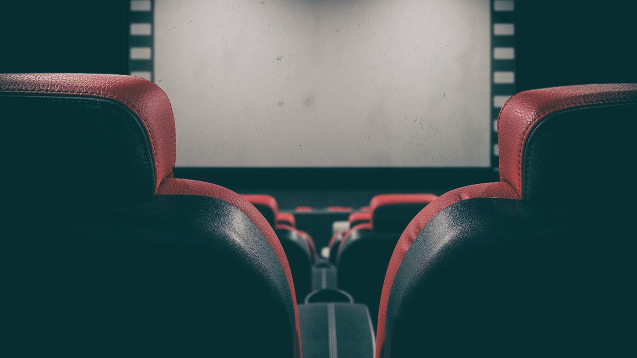 Cinémas à l'arrêt : le Conseil d'Etat maintient la décision de fermer les salles - AlloCiné
