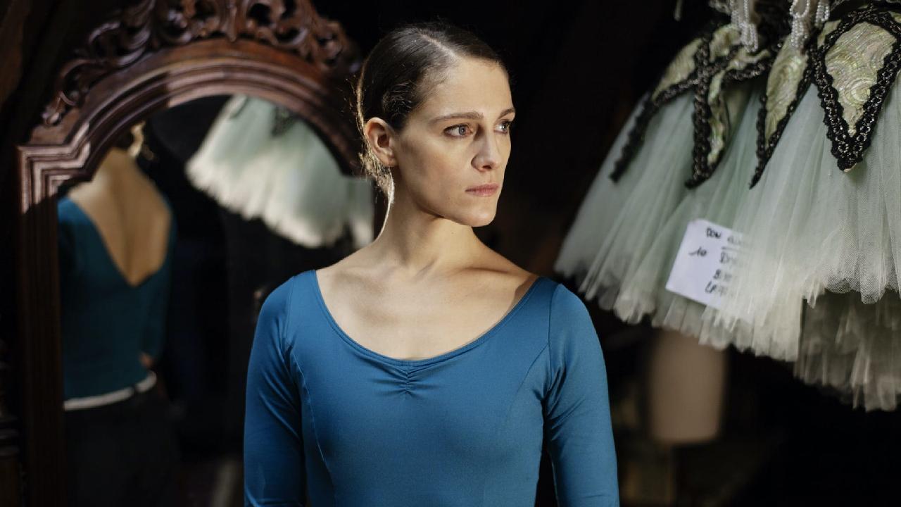 """L'Opéra sur OCS : """"Zoé est une danseuse étoile à la limite de l'irresponsabilité"""" selon Ariane Labed – News Séries à la TV"""