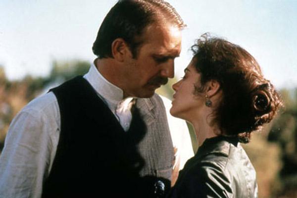 Wyatt Earp : Photo Joanna Going, Kevin Costner, Lawrence Kasdan