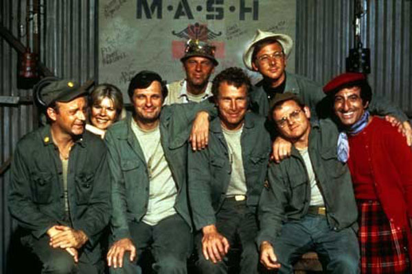 M.A.S.H. : Photo Alan Alda, David Ogden Stiers, Harry Morgan, Jamie Farr, Loretta Swit