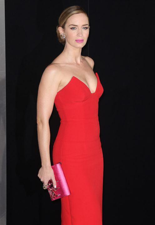 Poser en robe rouge... Check...