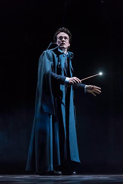 Harry en tenue de sorcier