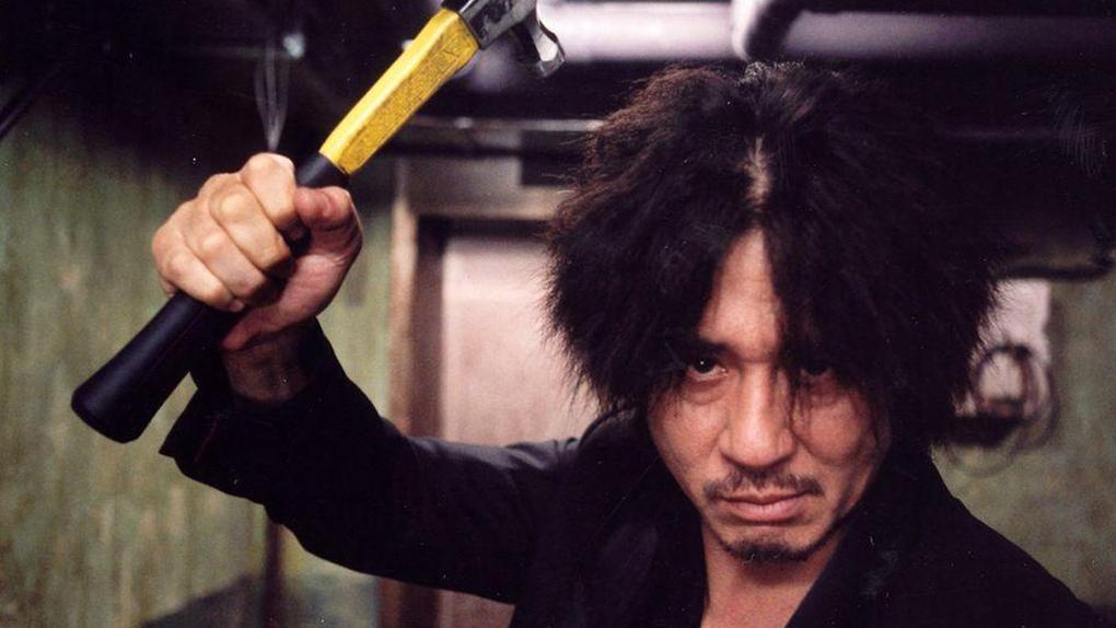"""Oh Dae-su et son marteau dans """"Old Boy"""" (2003)"""