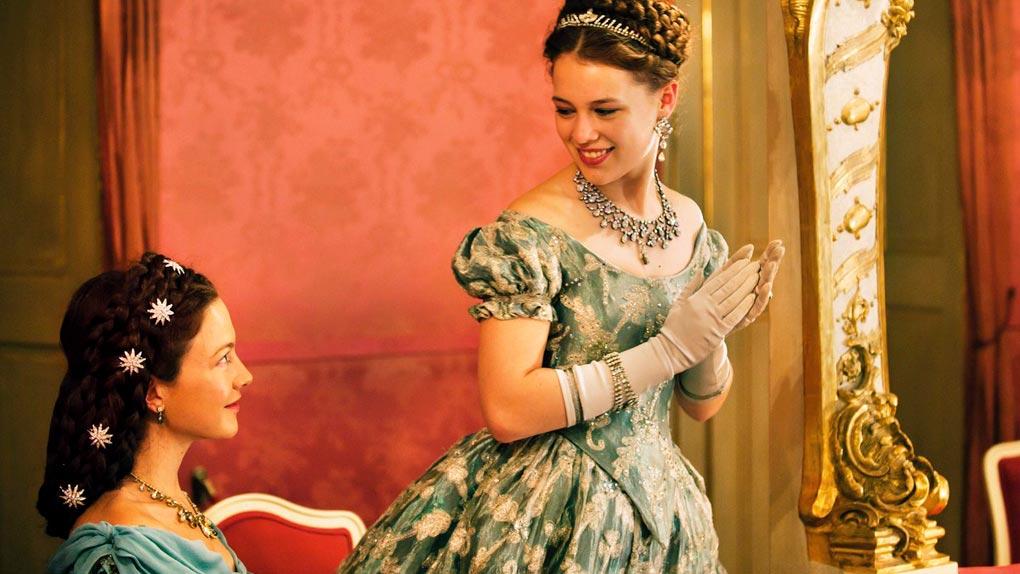 Paula Beer dans Ludwig II. avec Hannah Herzsprung (2012)
