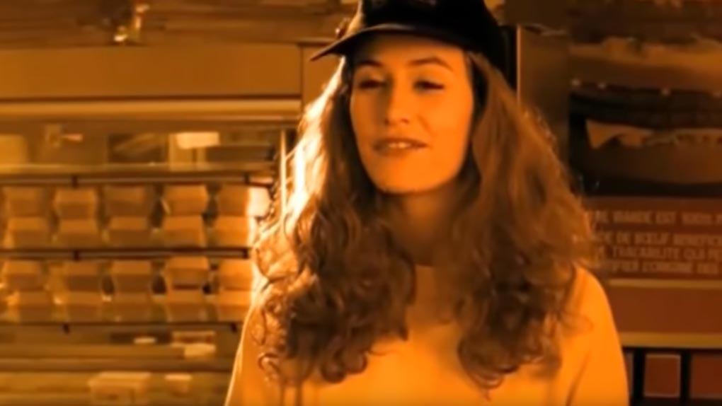 Cécile de France chez Disiz la peste (2000)