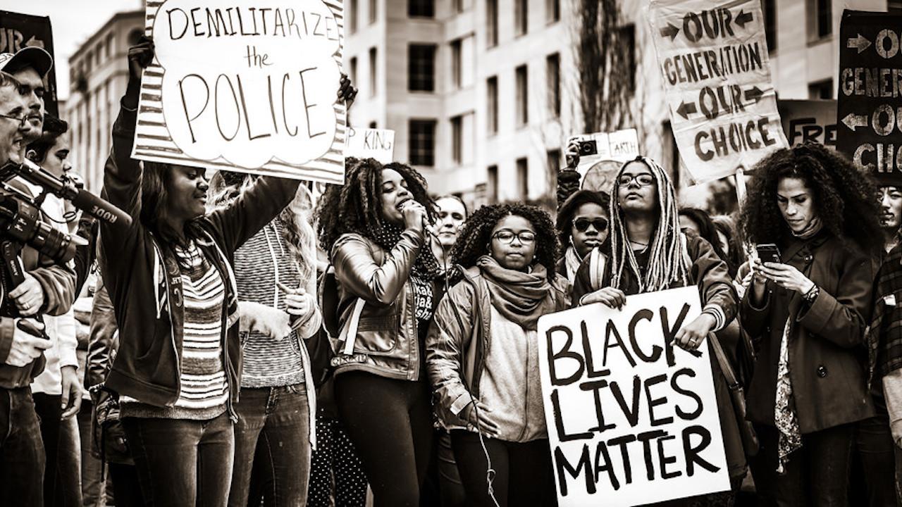 Mort de George Floyd : Hollywood affiche son soutien au mouvement Black  Lives Matter - Actus Ciné - AlloCiné