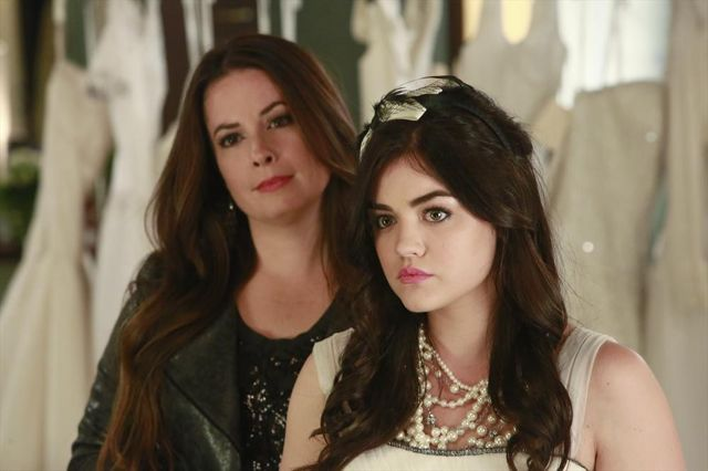 Photo Holly Marie Combs, Lucy Hale
