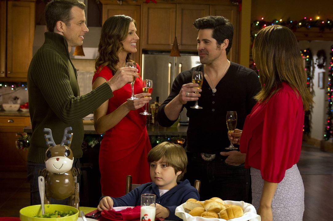 Une nouvelle vie pour Noël : Photo Cristina Rosato, J.T. Hodges, Mark Lutz, Tricia Helfer