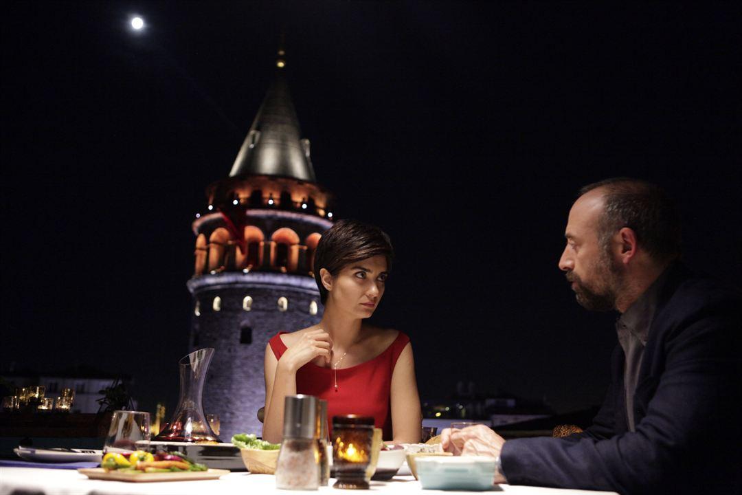 Istanbul Kirmizisi : Photo Halit Ergenç, Tuba Büyüküstün