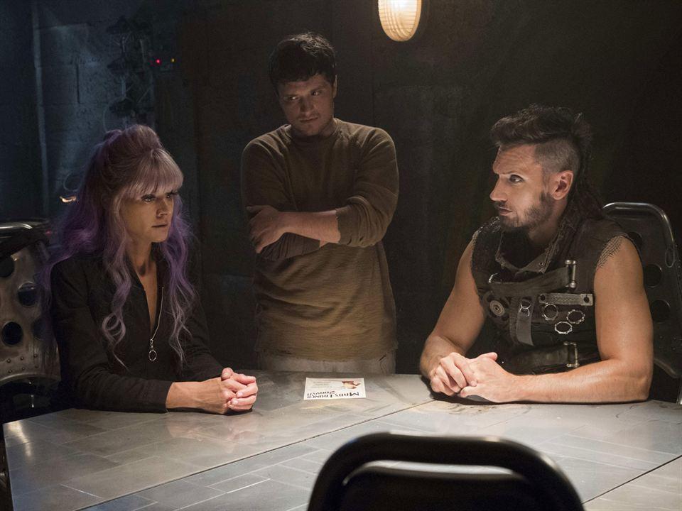 Photo Derek Wilson, Eliza Coupe, Josh Hutcherson